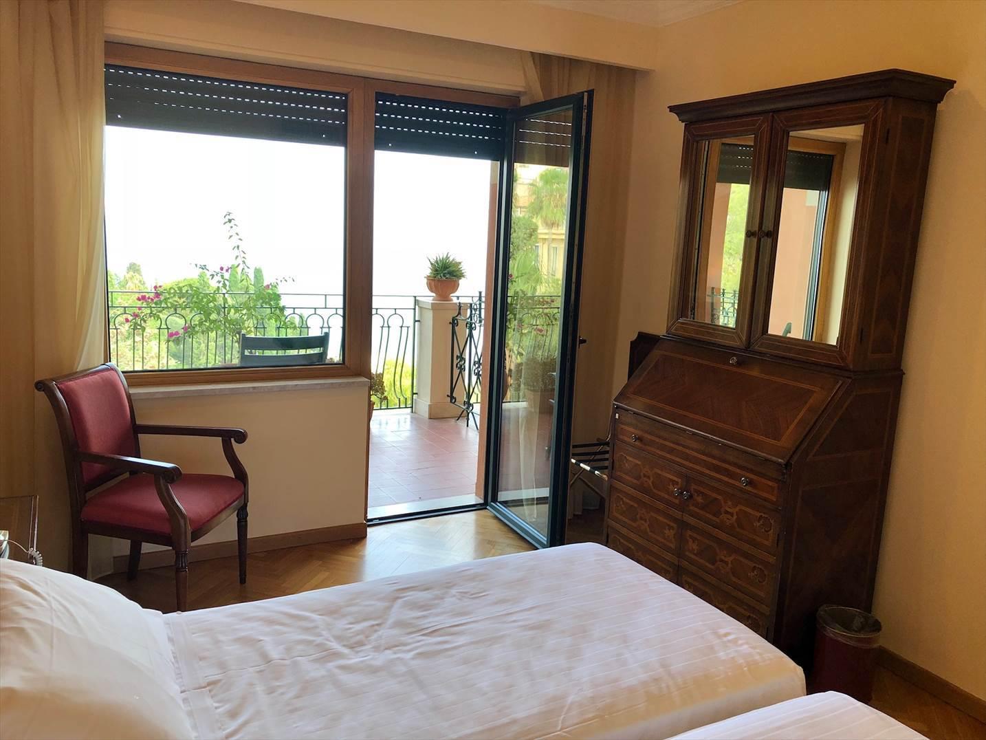シチリア/41 タオルミーナのホテル Villa Diodoro_a0092659_18183055.jpg
