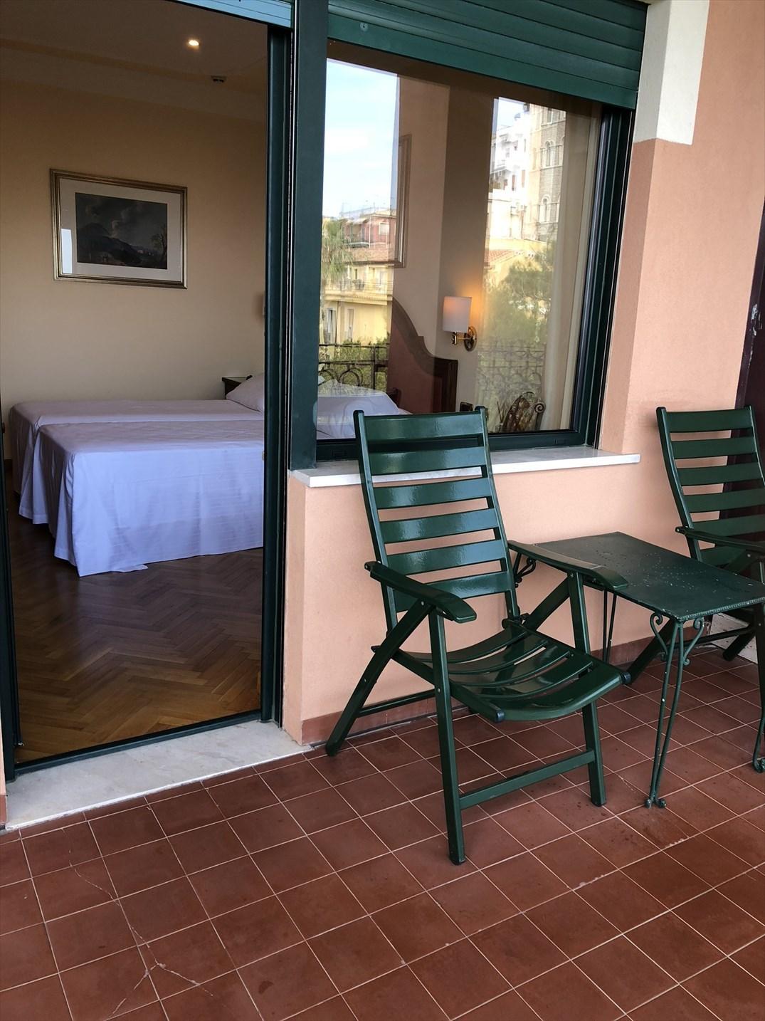 シチリア/41 タオルミーナのホテル Villa Diodoro_a0092659_18184595.jpg