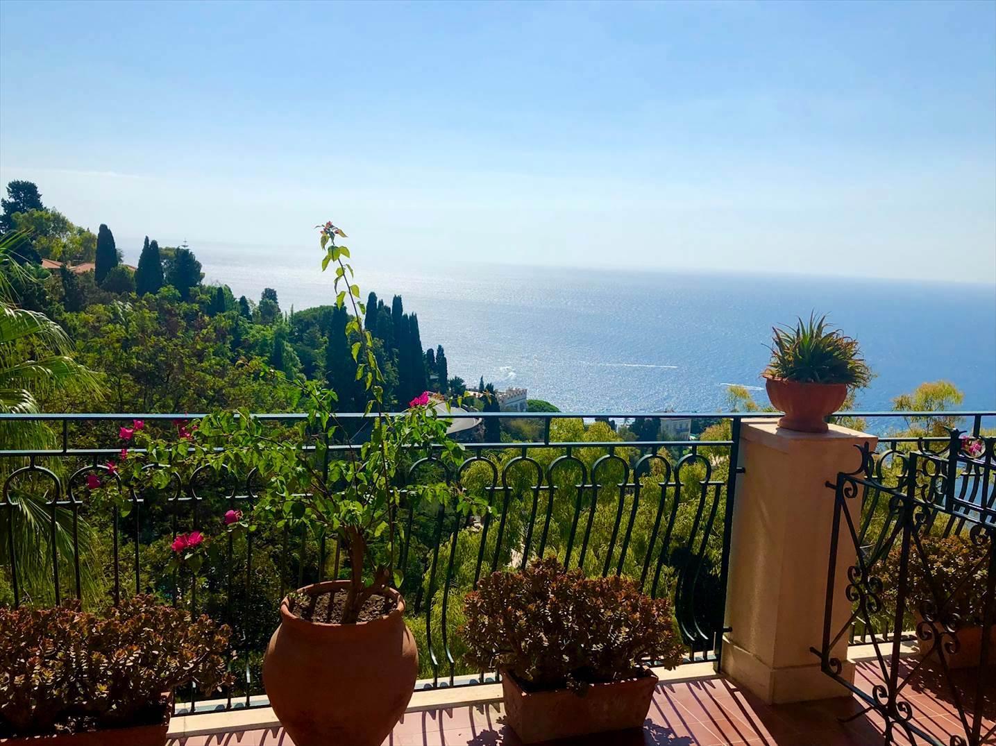 シチリア/41 タオルミーナのホテル Villa Diodoro_a0092659_18360928.jpg