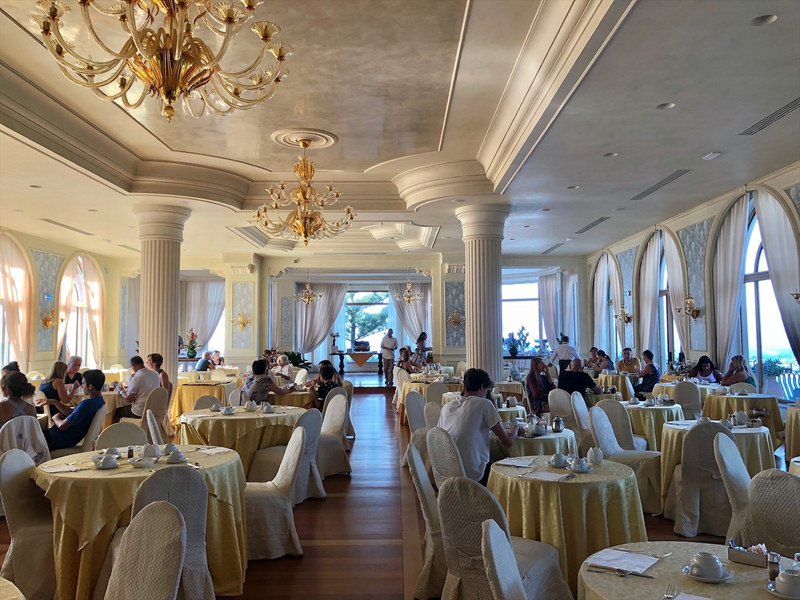 シチリア/41 タオルミーナのホテル Villa Diodoro_a0092659_18362203.jpg