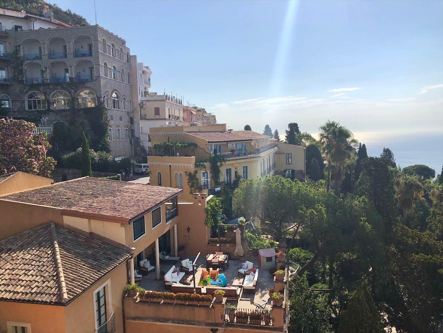 シチリア/41 タオルミーナのホテル Villa Diodoro_a0092659_18470823.jpg