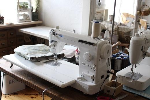 新しい職業用ミシン『JUKI SL-700EX』厚地縫いも新機能も感動この上ないです!_f0023333_22081427.jpg