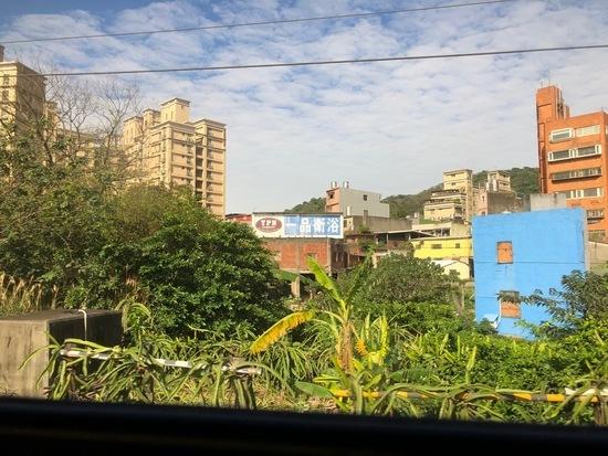 2019年初春の台湾旅行⑤ 陶器の街「鶯歌」でワラジサイズのパイコー飯_a0223786_16401255.jpg