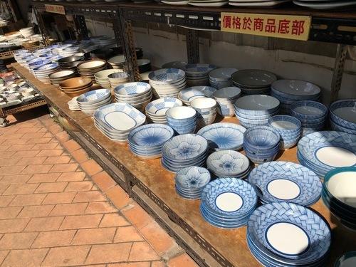 2019年初春の台湾旅行⑤ 陶器の街「鶯歌」でワラジサイズのパイコー飯_a0223786_16541186.jpg