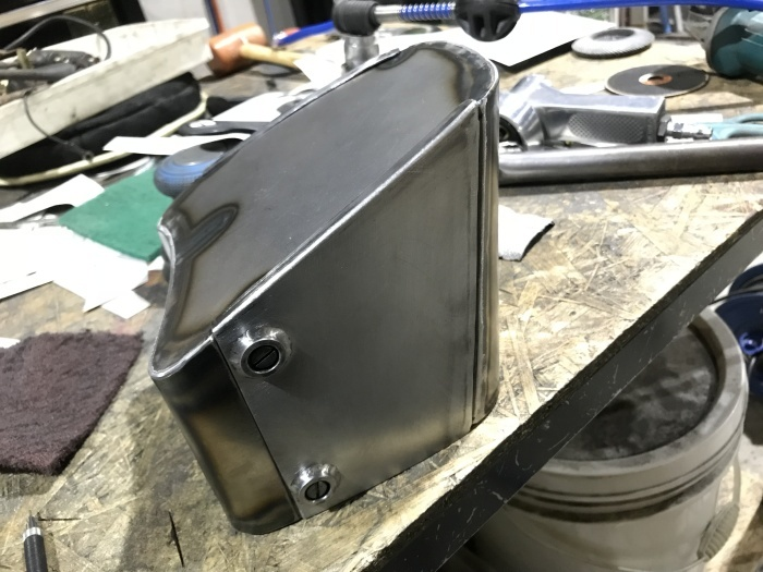 ハンドル、電装ボックス、テールランプとか_e0365651_02521615.jpg
