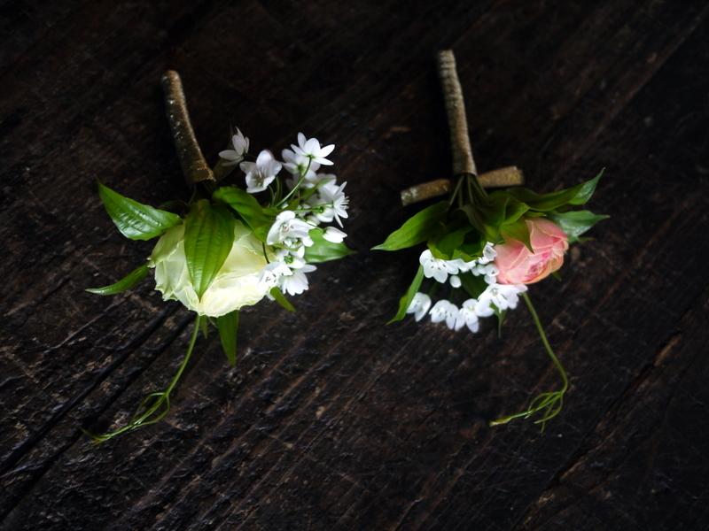 ブライダルブーケ。「白~ピンク」。ローズガーデンクライスト教会にお届け。2019/03/17。_b0171193_23545651.jpg