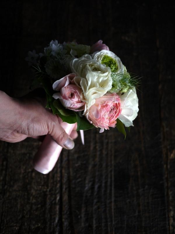 ブライダルブーケ。「白~ピンク」。ローズガーデンクライスト教会にお届け。2019/03/17。_b0171193_23555896.jpg