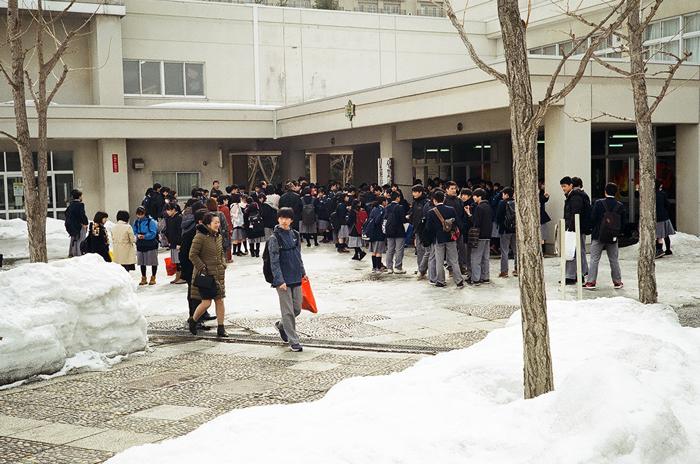 厚別南中学校の卒業式と竹雪囲いモノクロ版_c0182775_187122.jpg