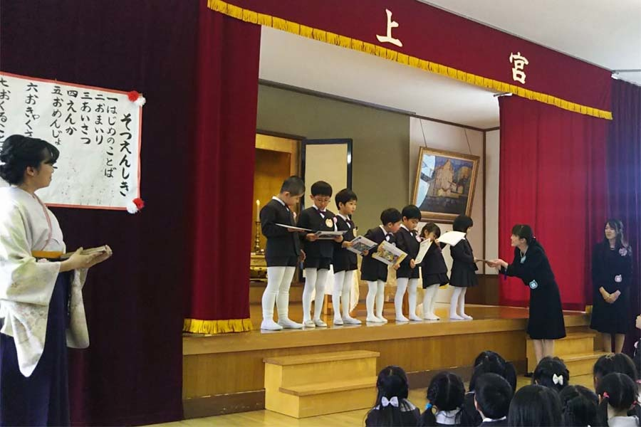 第二幼稚園の「卒園式・修了式」でした。_d0353789_09375084.jpg