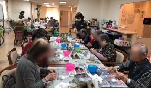 高齢者施設での粘土教室 _f0395434_13071903.jpg