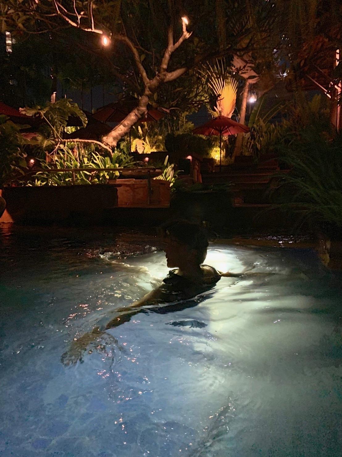 ホテルでプールを楽しむ_b0325640_22215417.jpg