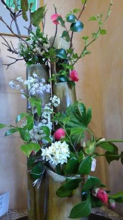 めぐみの湯の生け花と露天風呂の桜_c0141652_17381307.jpg