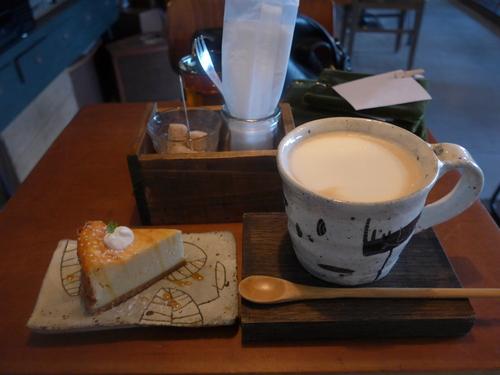 神戸・三宮「カフェ ケシパルーフ」へ行く。_f0232060_194321.jpg
