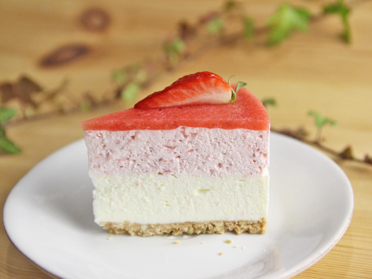 イチゴのレアチーズムースケーキ_a0216871_09253839.jpg