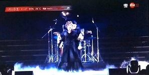 香港:歌ってるGACKTさんやはりカッコイイです!_c0036138_23474713.jpg