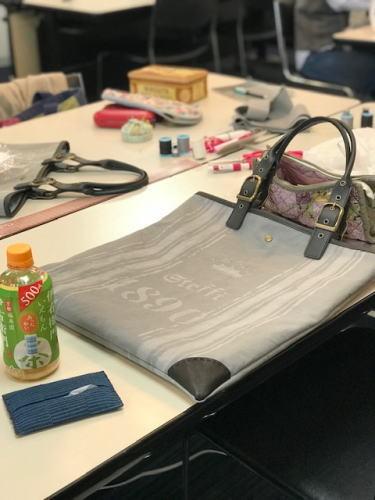 レザーハンドルのトートバッグ作り終了しました_d0091671_17015770.jpg
