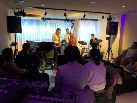 広島 Jazzlive comin 本日土曜日は 貸切営業 です。_b0115606_12401591.jpeg