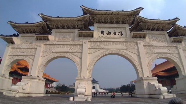 台湾旅行 (2) 中正紀念堂と総統府をめぐる_f0100593_17404202.jpg