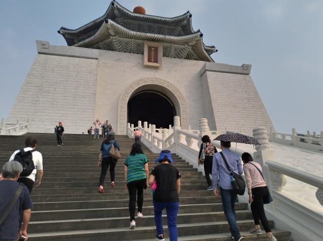 台湾旅行 (2) 中正紀念堂と総統府をめぐる_f0100593_17413168.jpg