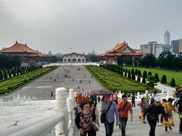 台湾旅行 (2) 中正紀念堂と総統府をめぐる_f0100593_17414289.jpg