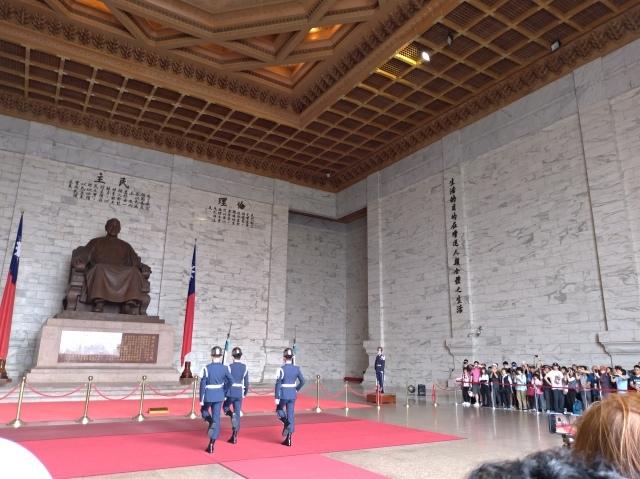 台湾旅行 (2) 中正紀念堂と総統府をめぐる_f0100593_17421461.jpg