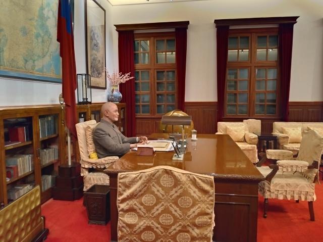 台湾旅行 (2) 中正紀念堂と総統府をめぐる_f0100593_17445461.jpg
