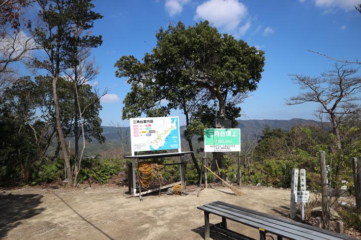 里山歩きで今季お初の春蘭を愛でる!_e0272335_17221328.jpg