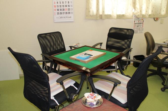 麻将用の椅子を新規に設置しました。_b0369489_22293002.jpg