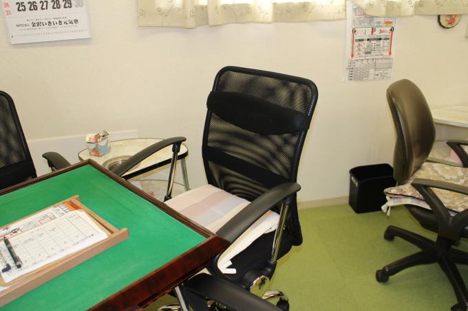 麻将用の椅子を新規に設置しました。_b0369489_22294986.jpg