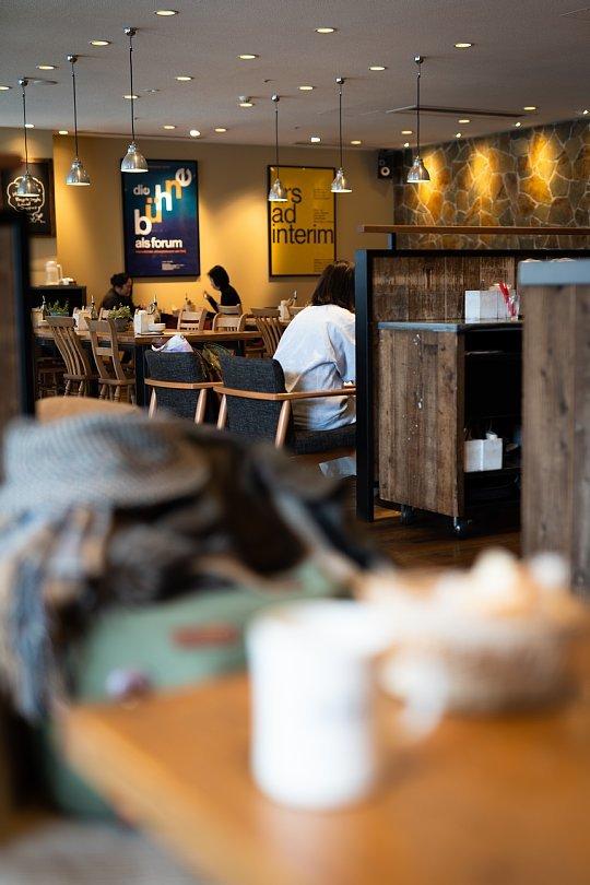 広小路に面したカフェにて_d0353489_12072652.jpg