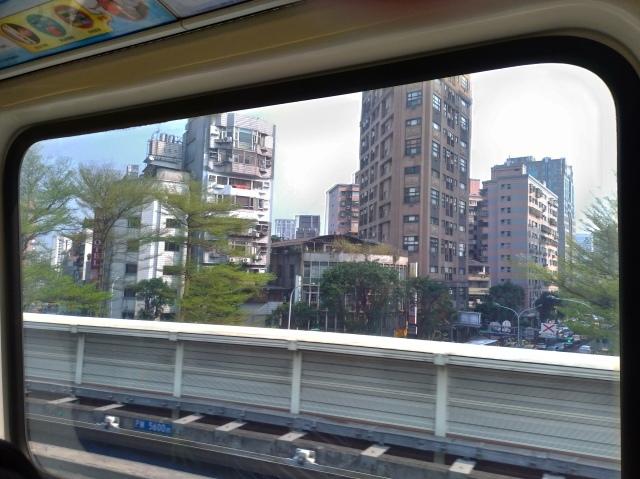 台湾旅行 (3) 猫空ロープウェイで登って樟樹歩道で茶畑を散歩する_f0100593_16460110.jpg
