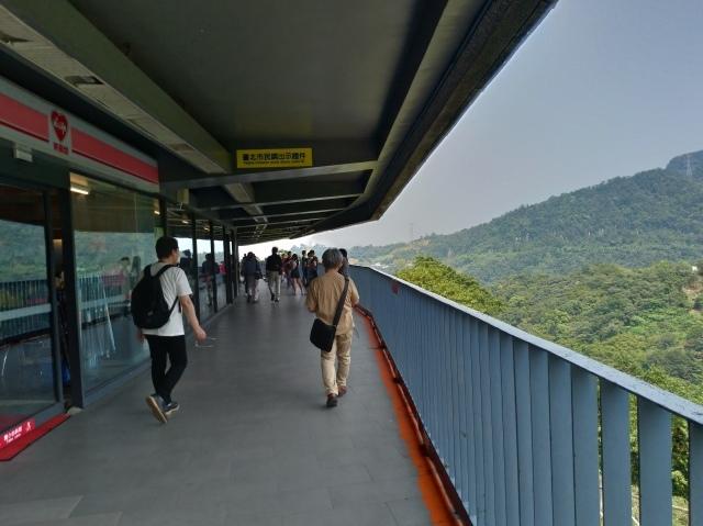 台湾旅行 (3) 猫空ロープウェイで登って樟樹歩道で茶畑を散歩する_f0100593_16484753.jpg