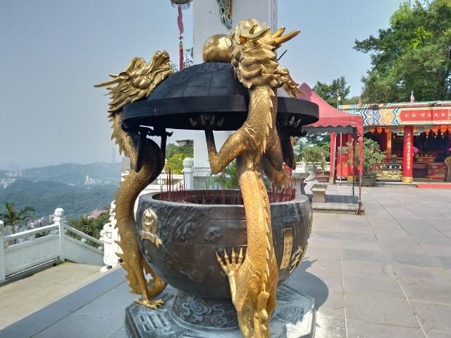 台湾旅行 (4) 目指せ開運、指南宮と龍山寺のお寺巡り_f0100593_17051376.jpg