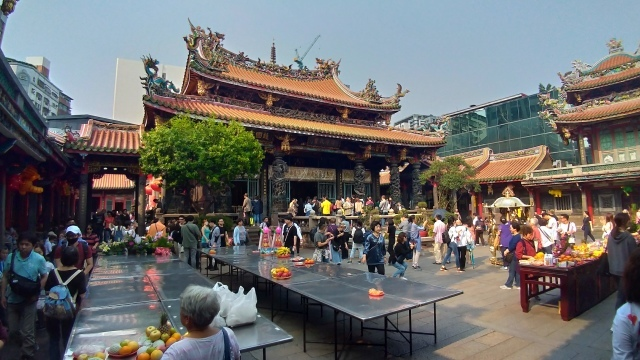 台湾旅行 (4) 目指せ開運、指南宮と龍山寺のお寺巡り_f0100593_17075106.jpg