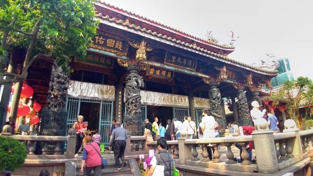 台湾旅行 (4) 目指せ開運、指南宮と龍山寺のお寺巡り_f0100593_17075637.jpg