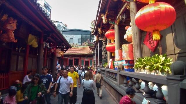 台湾旅行 (4) 目指せ開運、指南宮と龍山寺のお寺巡り_f0100593_17080183.jpg