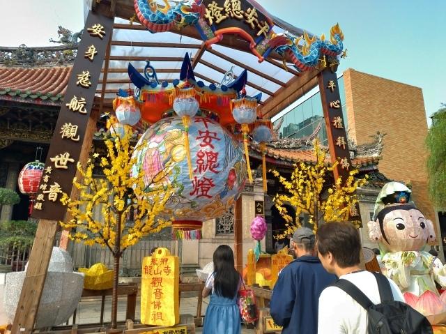 台湾旅行 (4) 目指せ開運、指南宮と龍山寺のお寺巡り_f0100593_17083483.jpg