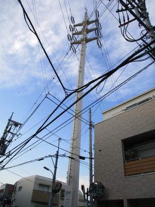 """ルック商店街に入り1本左に道を抜けると、大きな鉄塔の下に見えて来るのが""""弁天湯""""_e0120614_15285881.jpg"""