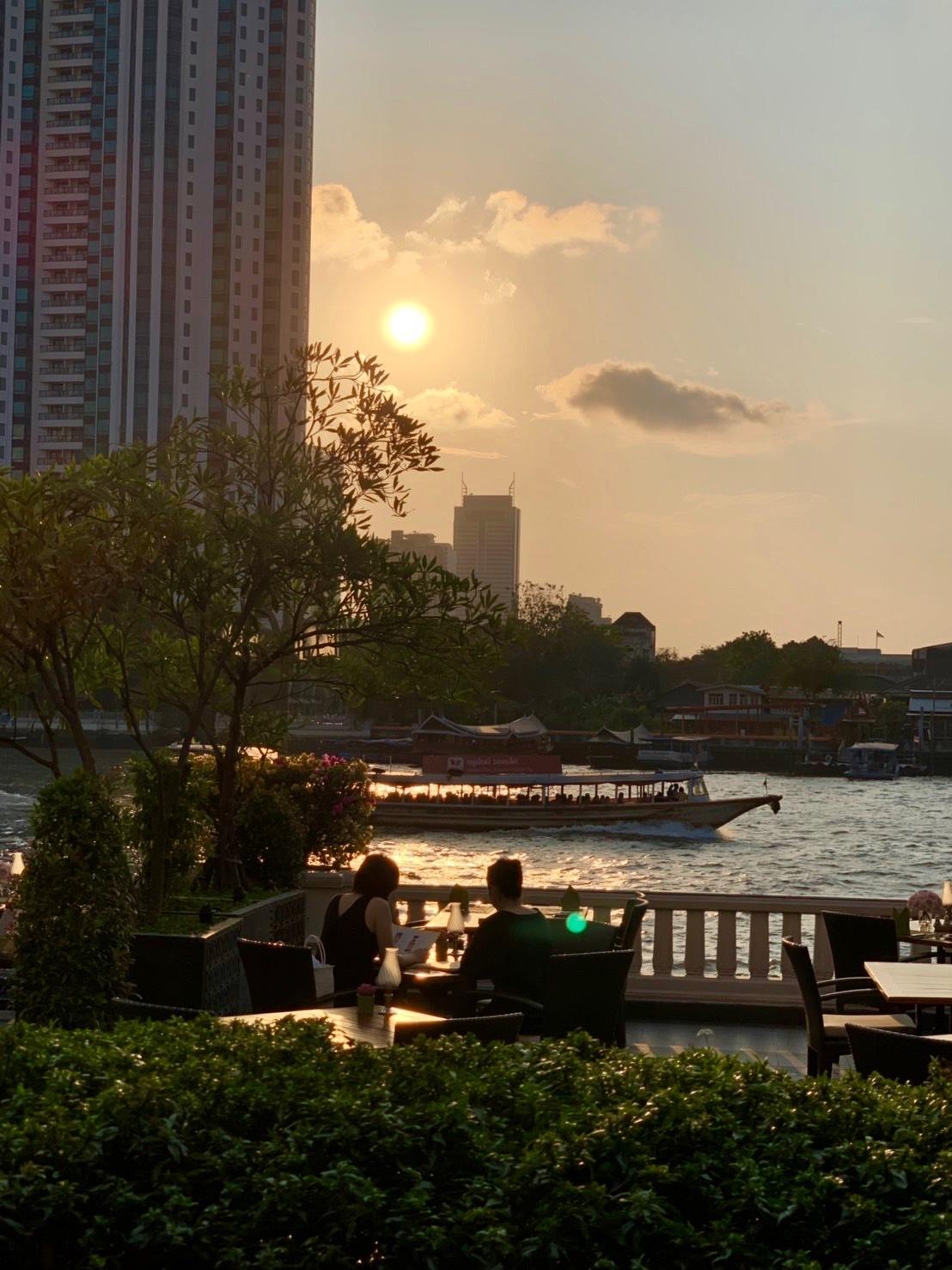 タイの王宮と老舗ホテルへ_b0325640_23424369.jpg