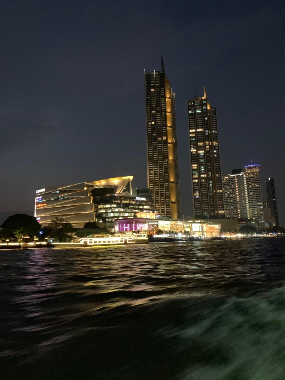 タイの王宮と老舗ホテルへ_b0325640_23433059.jpg