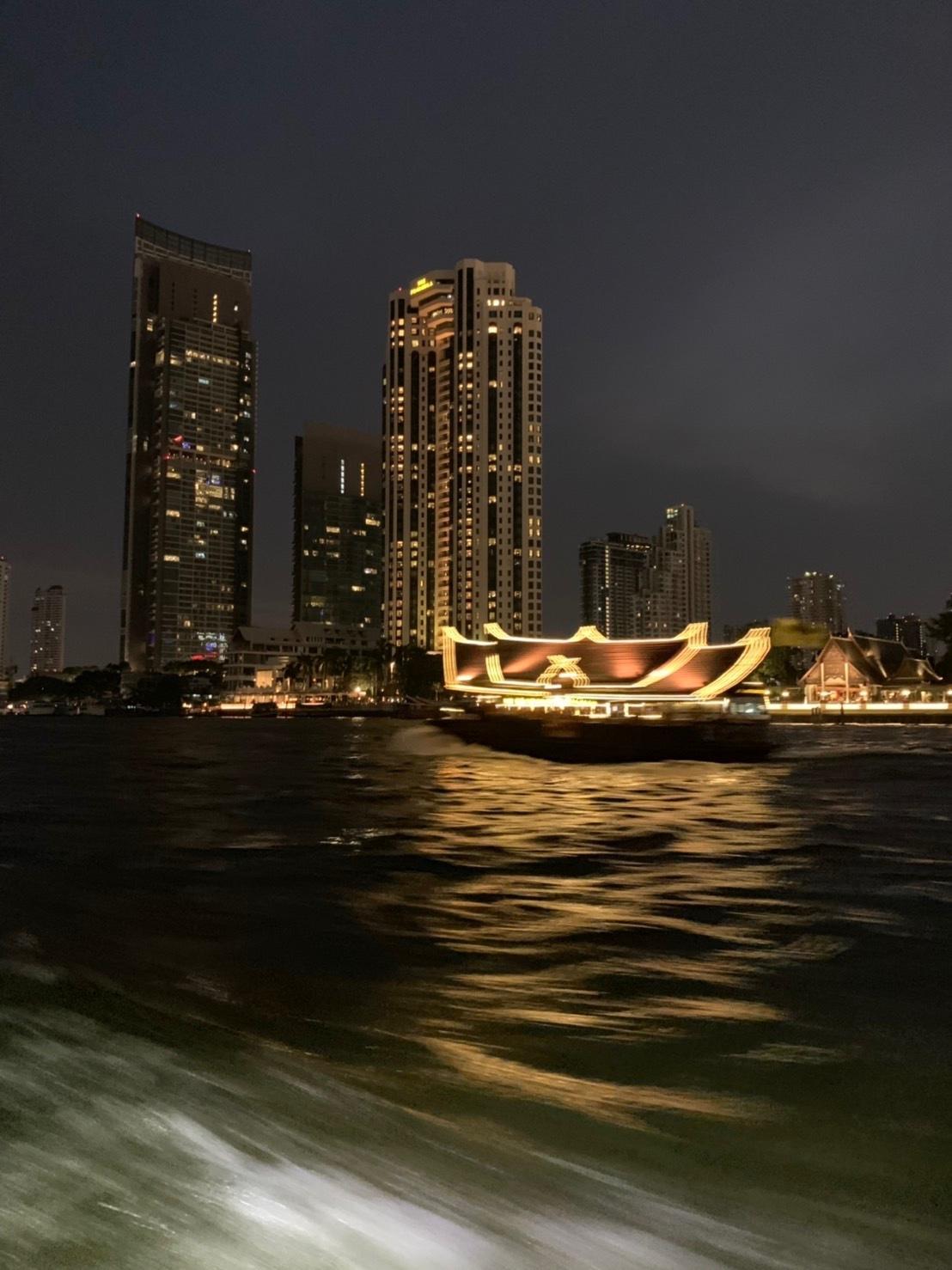 タイの王宮と老舗ホテルへ_b0325640_23433992.jpg