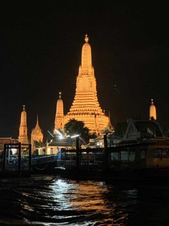 タイの王宮と老舗ホテルへ_b0325640_23434980.jpg