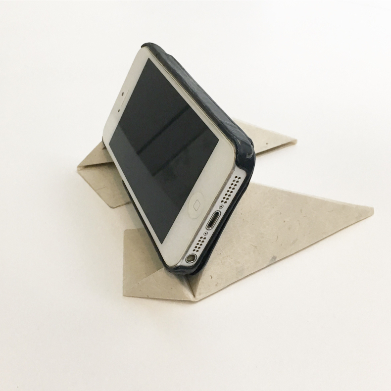 軽くて丈夫、和紙製モバイルスタンド「フォルダブル(Foldable)」_c0060143_11441959.jpg