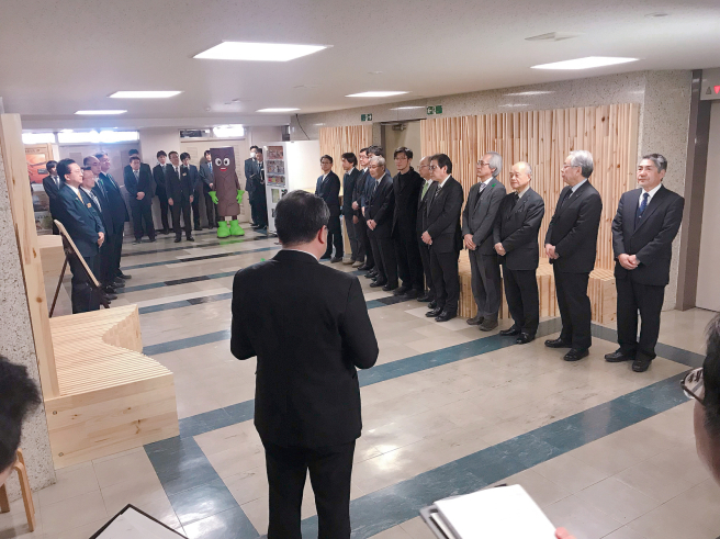 公共施設での木材利用促進〜木育・木づかい〜_b0199244_16405372.jpg