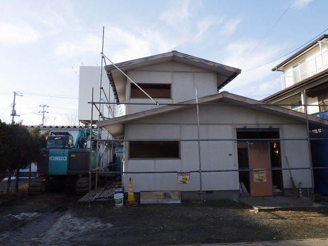 西仙北の家 解体工事と大工の墨付けが進行中。_f0105112_04100095.jpg