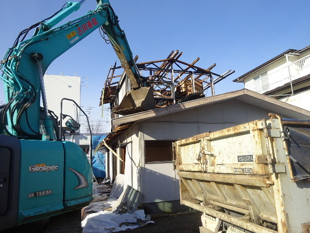 西仙北の家 解体工事と大工の墨付けが進行中。_f0105112_04100097.jpg