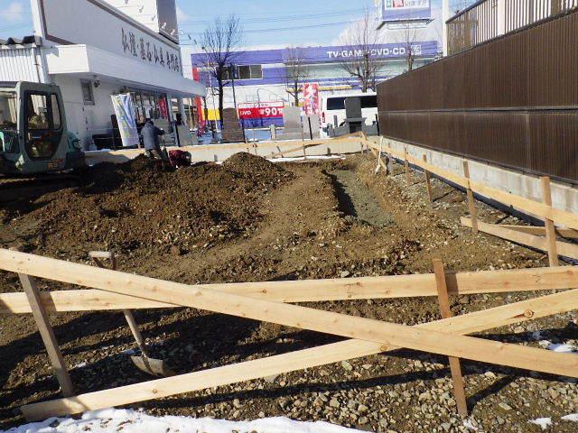 西仙北の家 解体工事と大工の墨付けが進行中。_f0105112_04173210.jpg