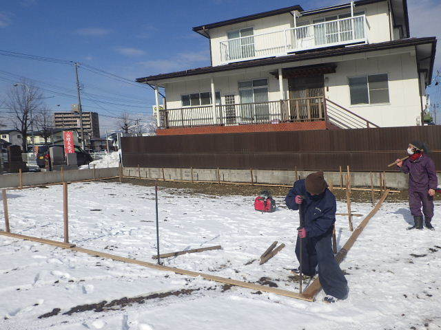 西仙北の家 解体工事と大工の墨付けが進行中。_f0105112_04173226.jpg