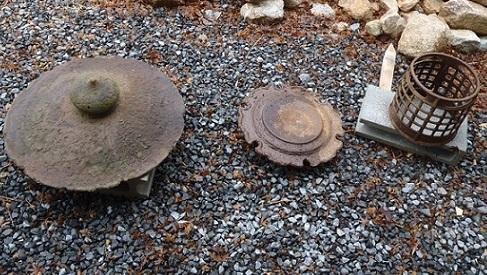「アンティーク灯篭」と「先日の石」_f0045132_14255260.jpg