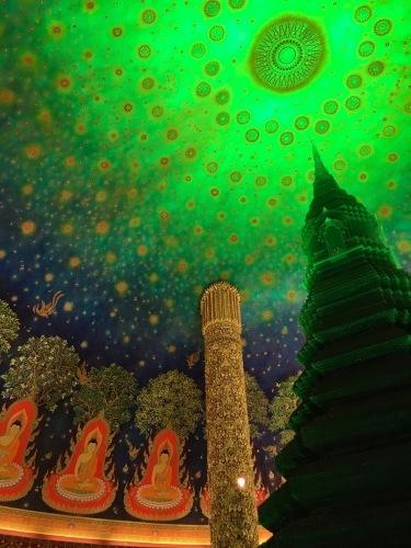 素晴らしいワットパークナムの天井画_b0325640_16302363.jpg